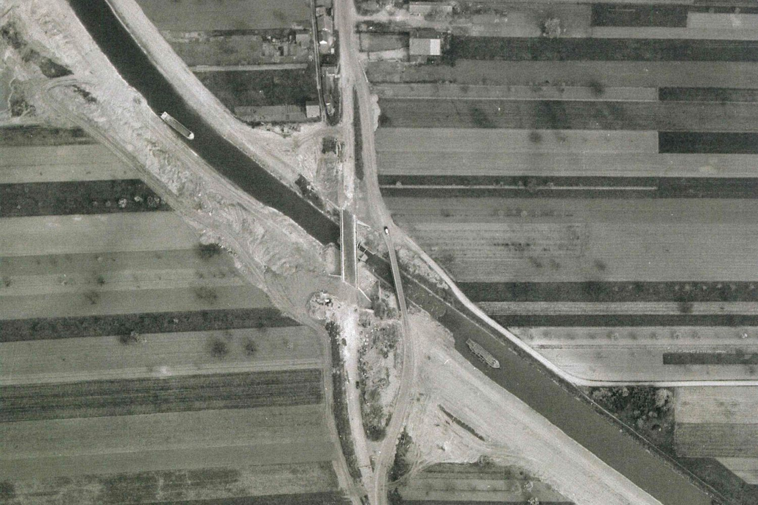 Kunheim construction du pont Sud en 1960 photo aérienne
