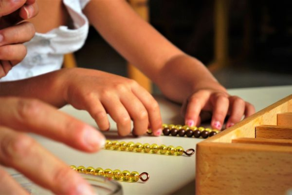 apprentissage_manipulation_montessori